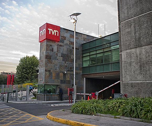 Con el agua al cuello: TVN vende propiedades en Santiago y Punta Arenas